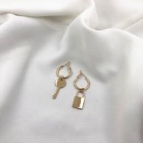歐美飾品簡約個性風格 鑰匙鎖扣垂吊式耳環